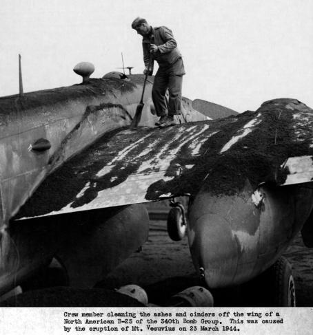 vesuvio_1944_foto_aereo_cenere