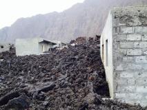 Fogo (Capo Verde), la colata lavica va raffreddandosi: alcune immagini dal villaggio distrutto - 20/30