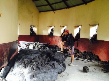 Fogo (Capo Verde), la colata lavica va raffreddandosi: alcune immagini dal villaggio distrutto - 24/30