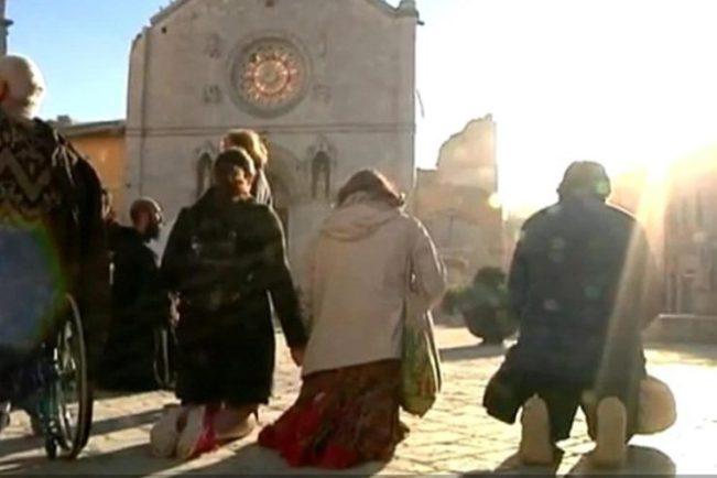 preghiera-norcia-terremoto-2016-10-30